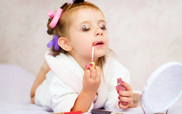 عوارض لوازم آرایش برای کودکان